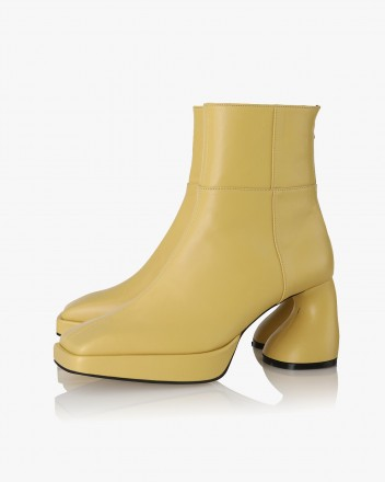Dollie Boots in Yellow