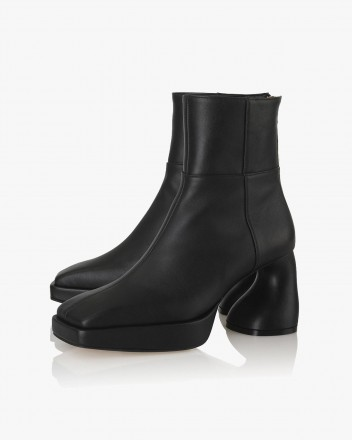 Dollie Boots in Black