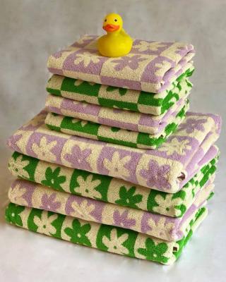 Celeste Hand Towel in Lilac