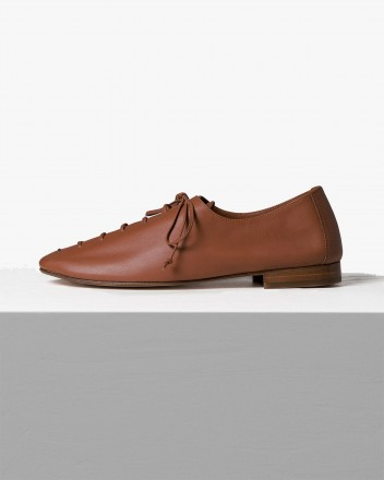 Plegada Lace-Up in Chestnut