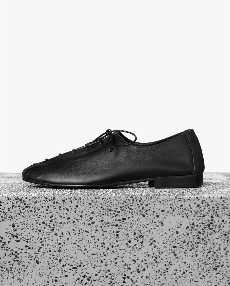 Plegada Lace-Up in Black