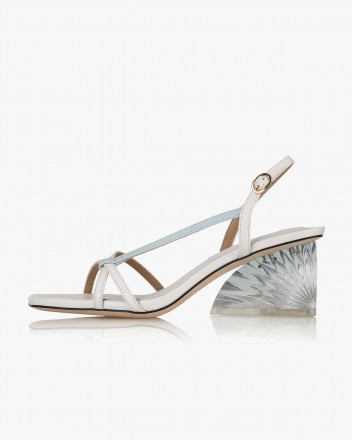 Soa Sandals in White