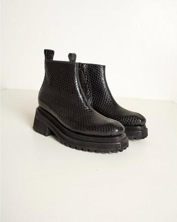 Lamsem Boots in Black